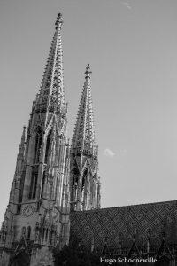 Zwart-witfoto van de Stephansdom in Wenen