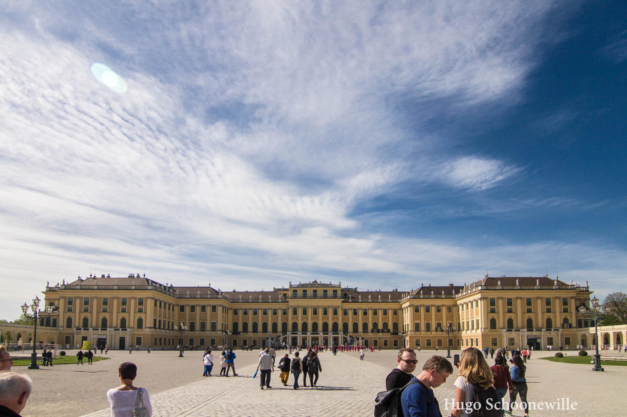 Zonnige dag met Schloss Schonbrün in Wenen