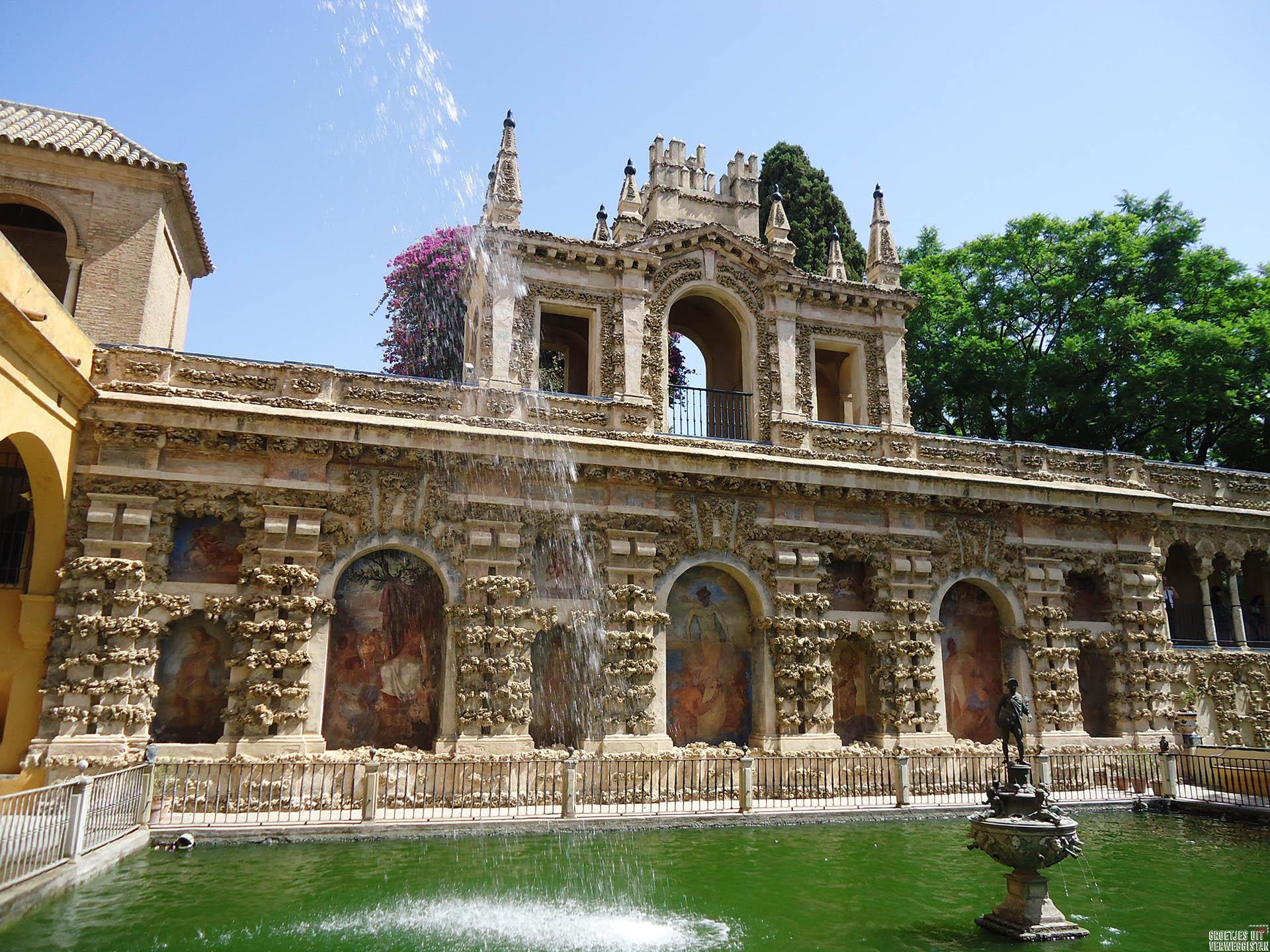 Fontein in de tuin van het Real Alcazar in Sevilla