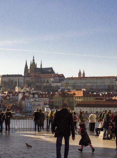 Uitzicht over de burcht van Praag op de heuvel