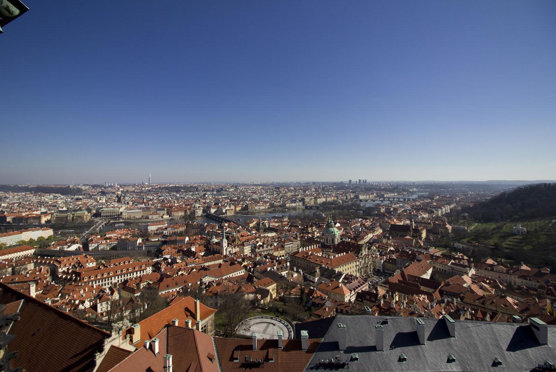 Uitzicht over de stad Praag vanuit d klokkentoren