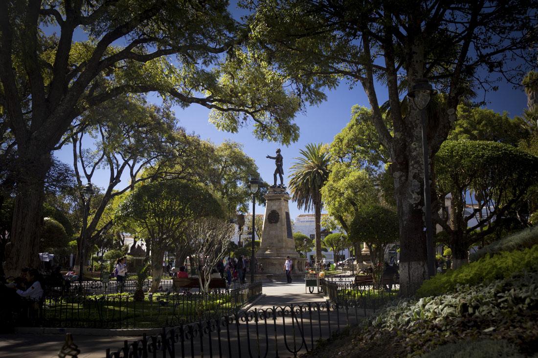 Het groene Plaza 25 de Mayo in Sucre