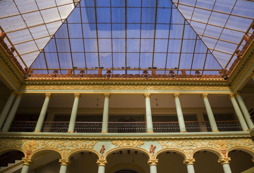 Overdekte binnenplaats van Casa de la Libertad in Sucre