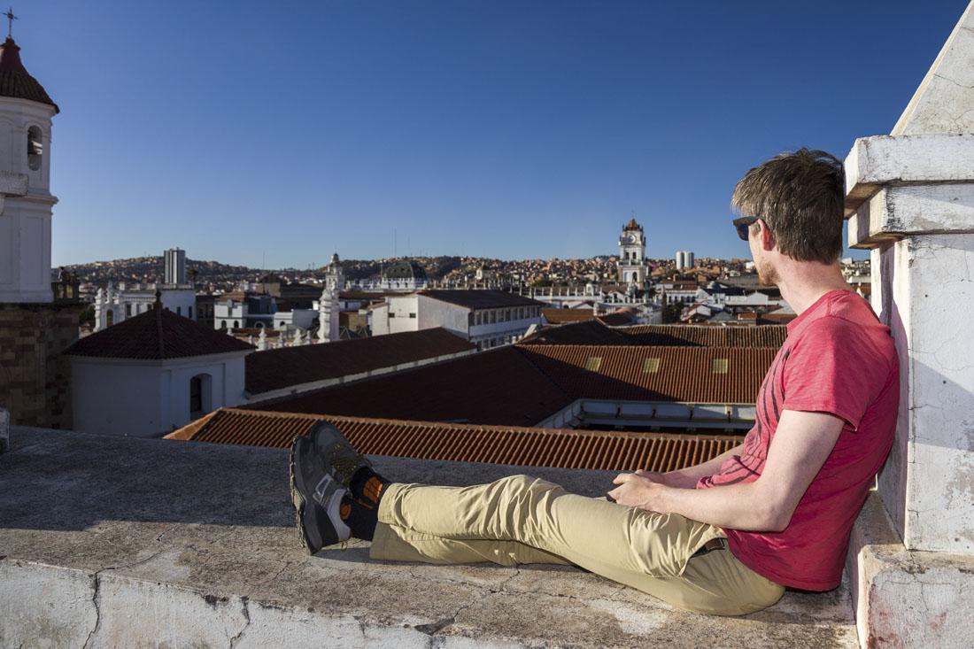 Hugo op het dak van Iglesia de La Merced in Sucre