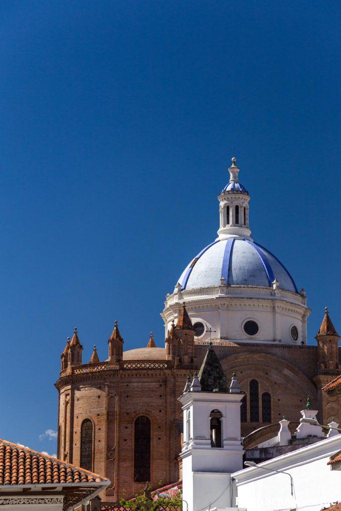 De blauwe koepel op de oude kathedraal van Cuenca