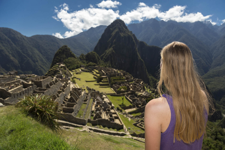 Manouk kijkt uit over Machu Picchu