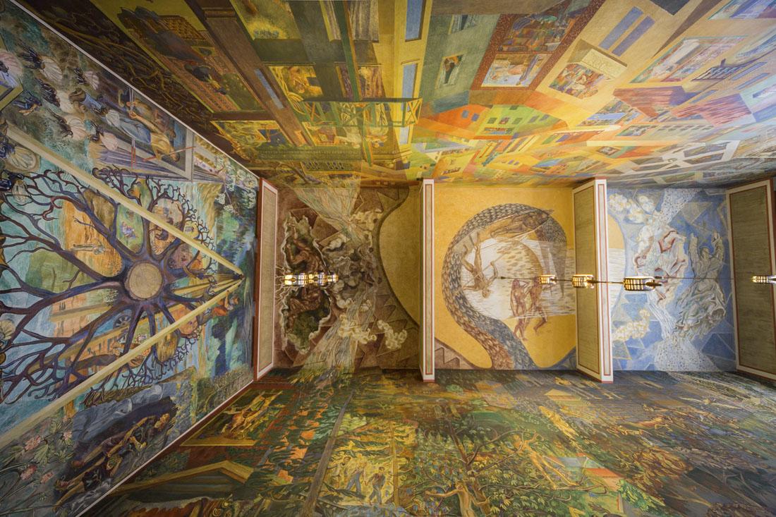 Het beschilderde plafond in een van de zalen in het Radhus in Oslo