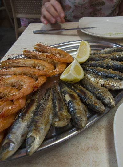 Gambas en sardines bij El Cine