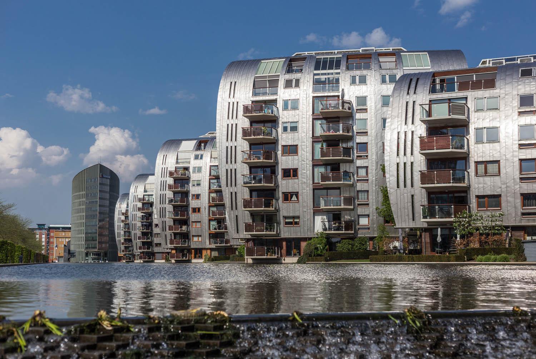 Moderne appartementen aan de Hofvijver in het Paleiskwartier.