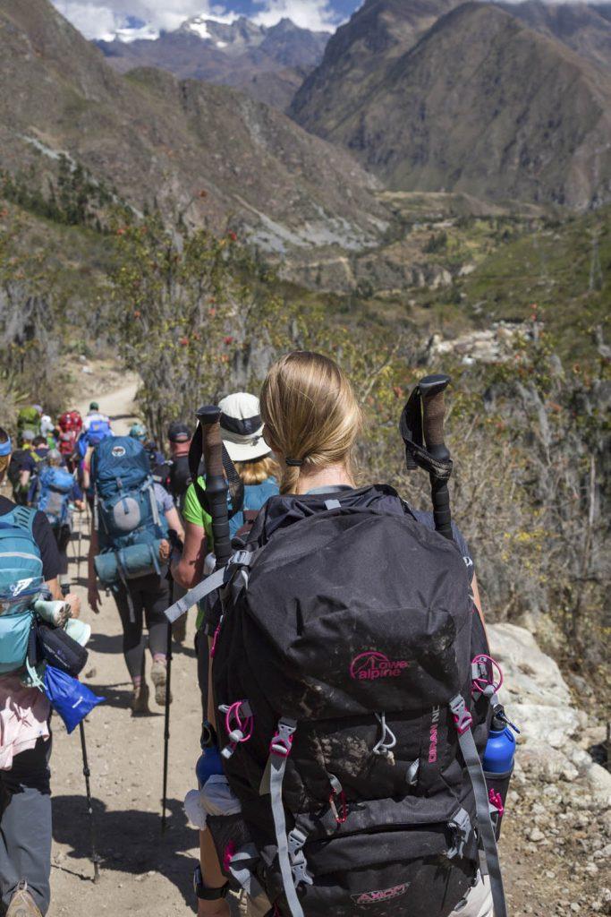 Manouk met backpack op de eerste dag van de Inca Trail naar Machu Picchu