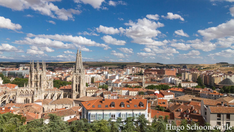 Uitzicht over Burgos met onder andere de grote kathedraal die er bovenuit steekt.