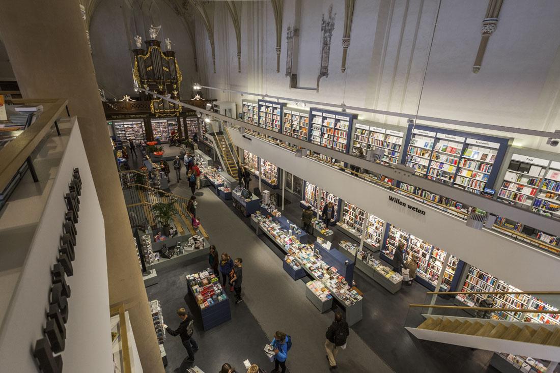 Waanders In De Broeren: boekwinkel in een kerk in Zwolle