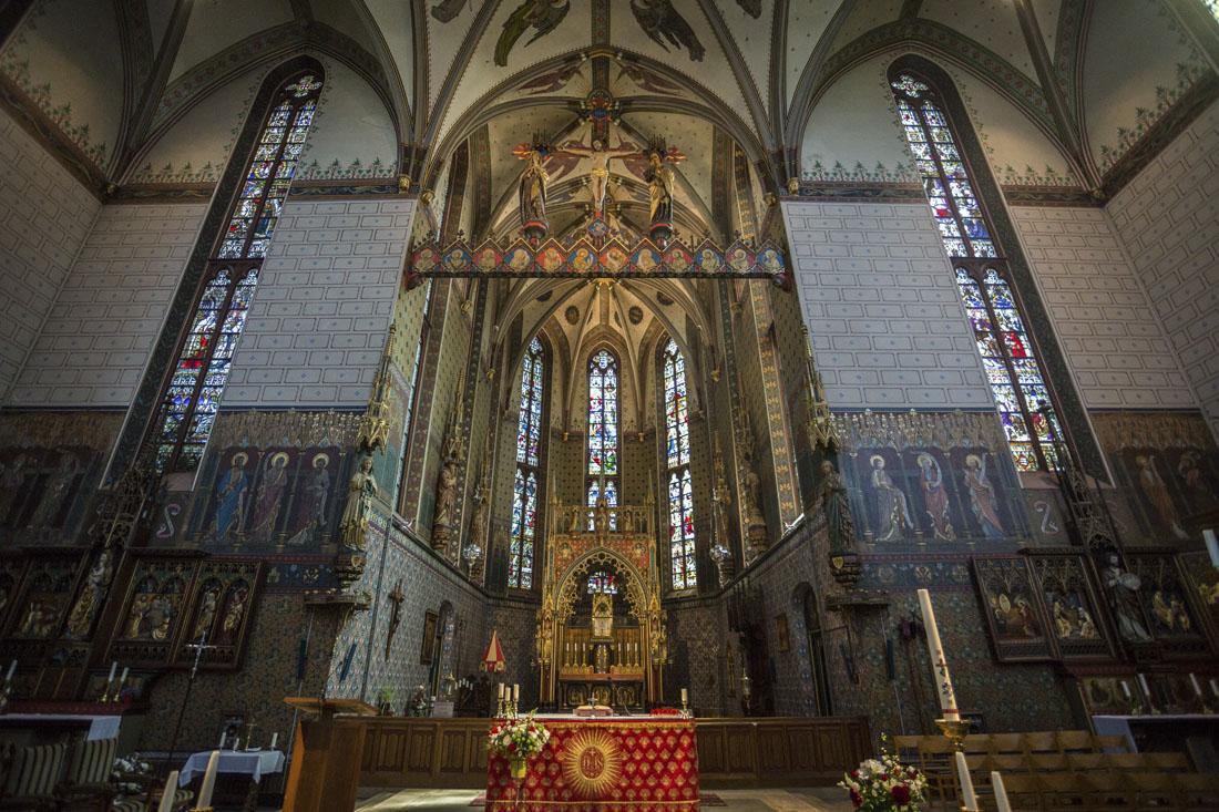 Het kleurrijke altaar uit de Onze-Lieve-Vrouwe basiliek in Zwolle.