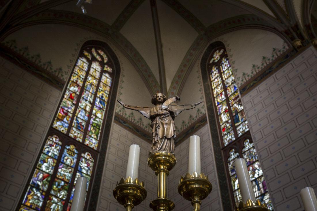 Glas-in-loodramen in Onze-Lieve-Vrouwe basiliek in Zwolle