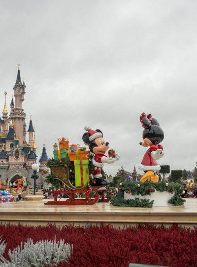 Kerst in Disneyland Parijs: standbeelden op Central Plaza