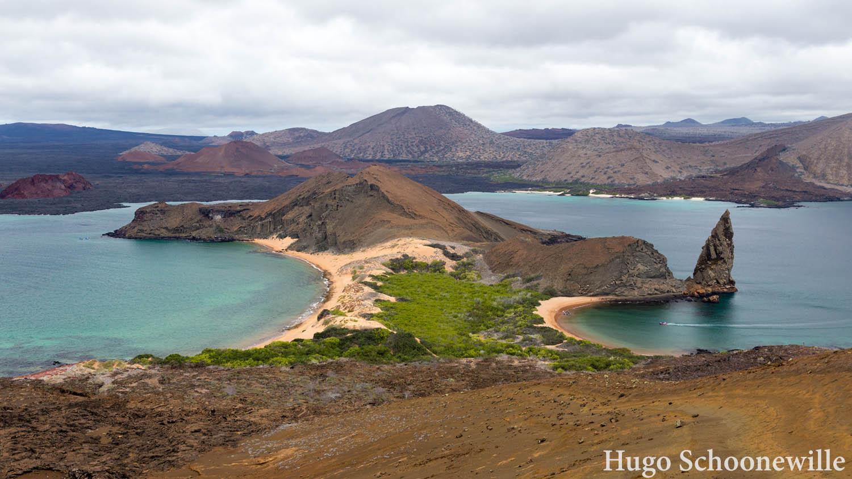 Uitzicht over het eiland Bartolome, het meest bekende eiland van de Galapagoseilanden.