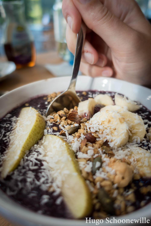 Restaurants in Groningen: smoothie bowl met fruit bij Anat.