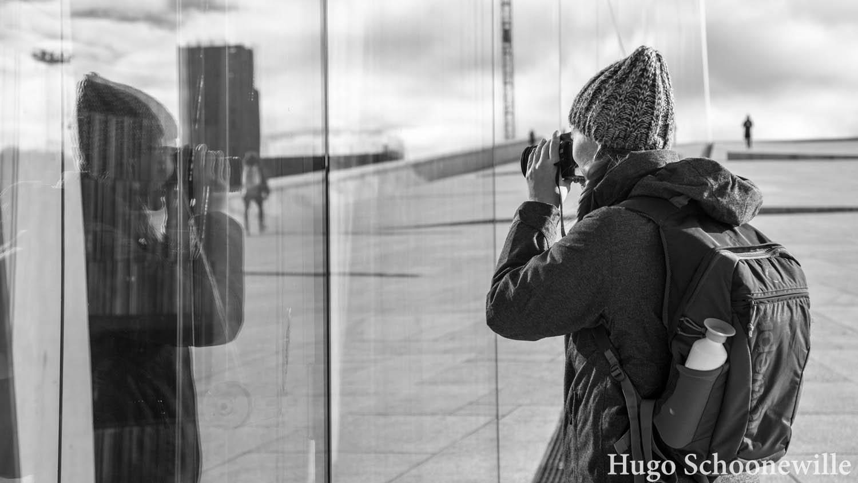 Kosten Oslo: weerspiegeling in het operahuis van Oslo.