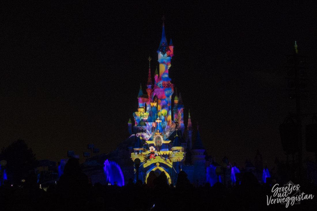 Projecties op het kasteel in Disneyland Parijs tijdens de avondshow Illuminations.