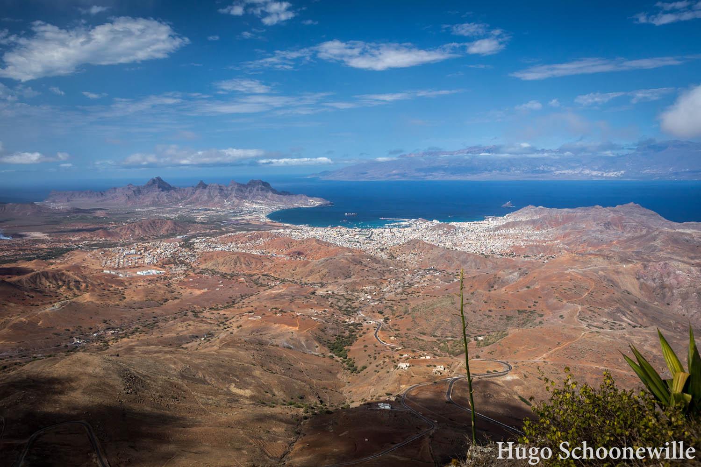 Uitzicht over het eiland Sao Vicente vanaf de berg Monte Verde. Je ziet ook eiland Santo Antao liggen.