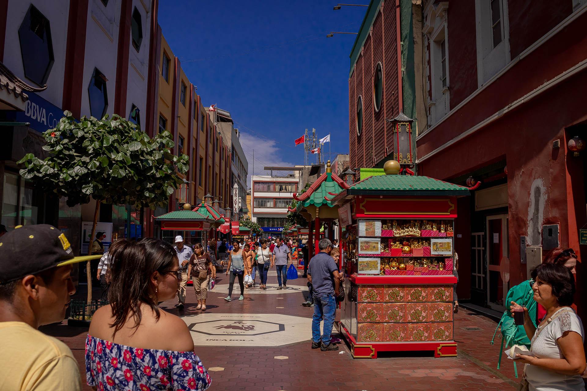 Veel restaurants waar je chifa kunt eten in het Chinatown van Lima in Peru