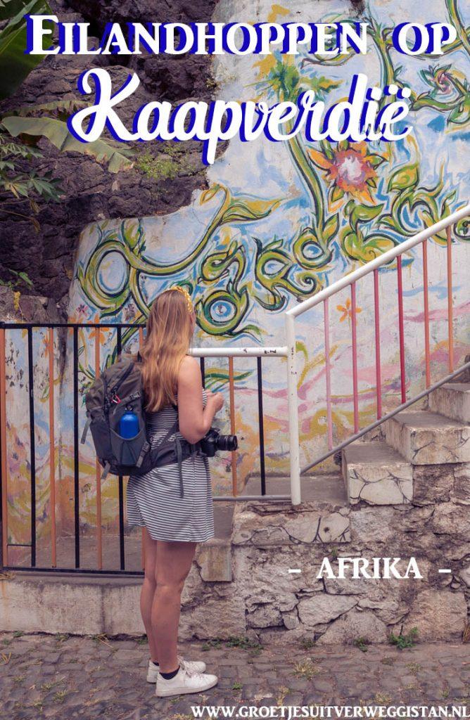 Afbeelding voor Pinterest: foto van meisje voor muurschildering met de tekst: Eilandhoppen op Kaapverdië