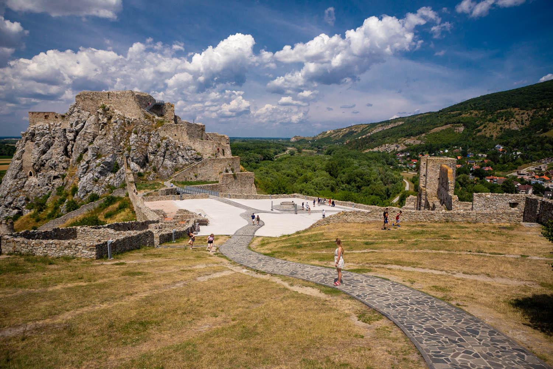 De ruïnes van het Devín kasteel in Slowakije