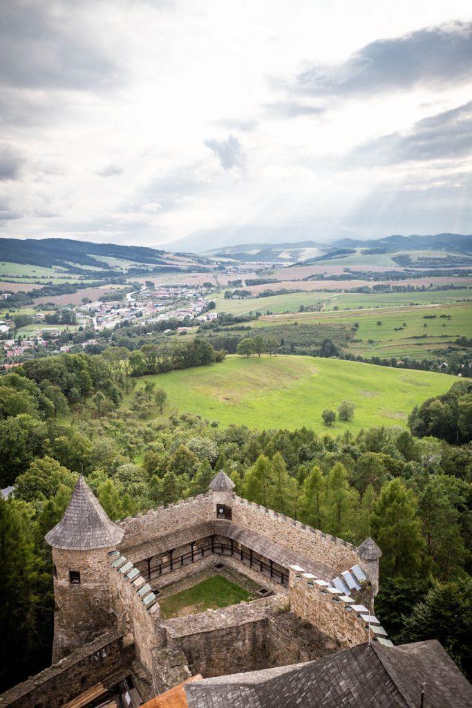Uitzicht vanaf het kasteel van Ľubovňa over de omgeving.