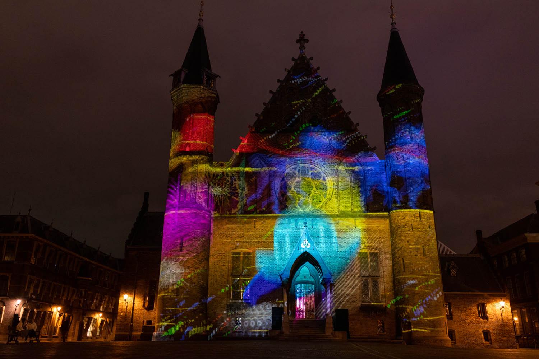 Kerst in Den Haag: projectieshow op de Ridderzaal over de democratie.
