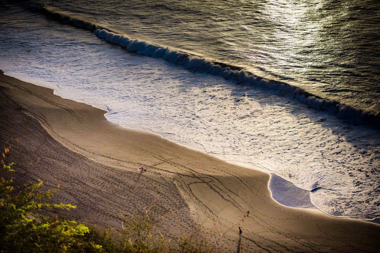 Het strand van São Felipe op Fogo op de Kaapverdische eilanden.