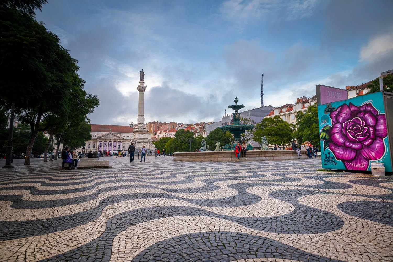 Standbeeld van Dom Pedro IV op het plein Rossio in Lissabon.