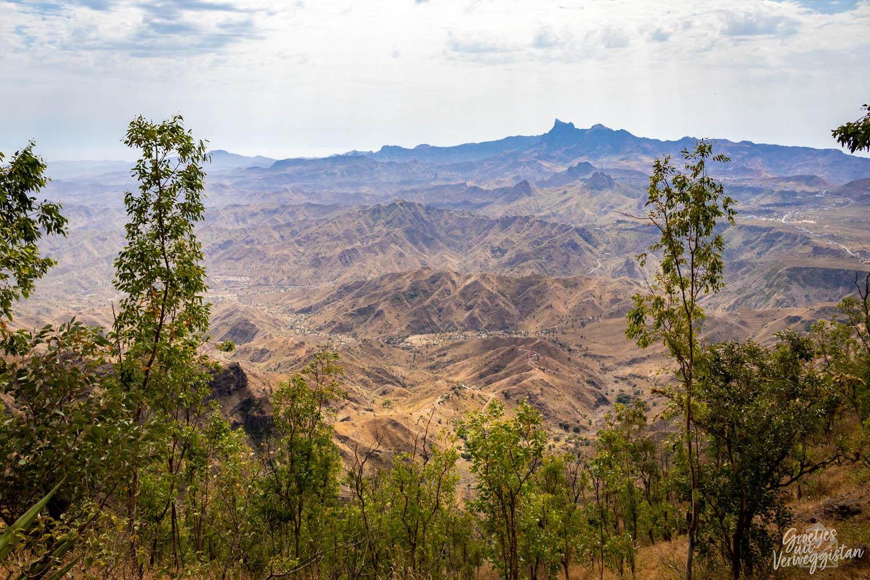 Bergachtig landschap op het eiland Santiago in Kaapverdië.