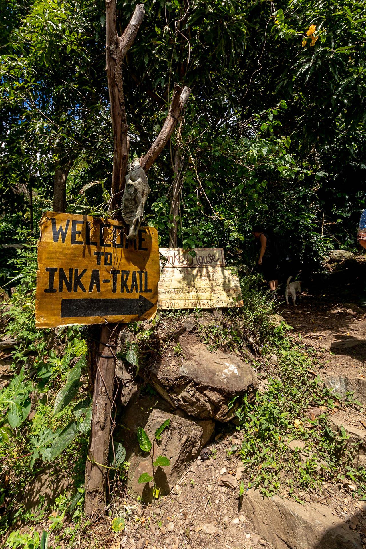 Welkomstbord tot de Inca Trail tijdens de Inka Jungle Trek