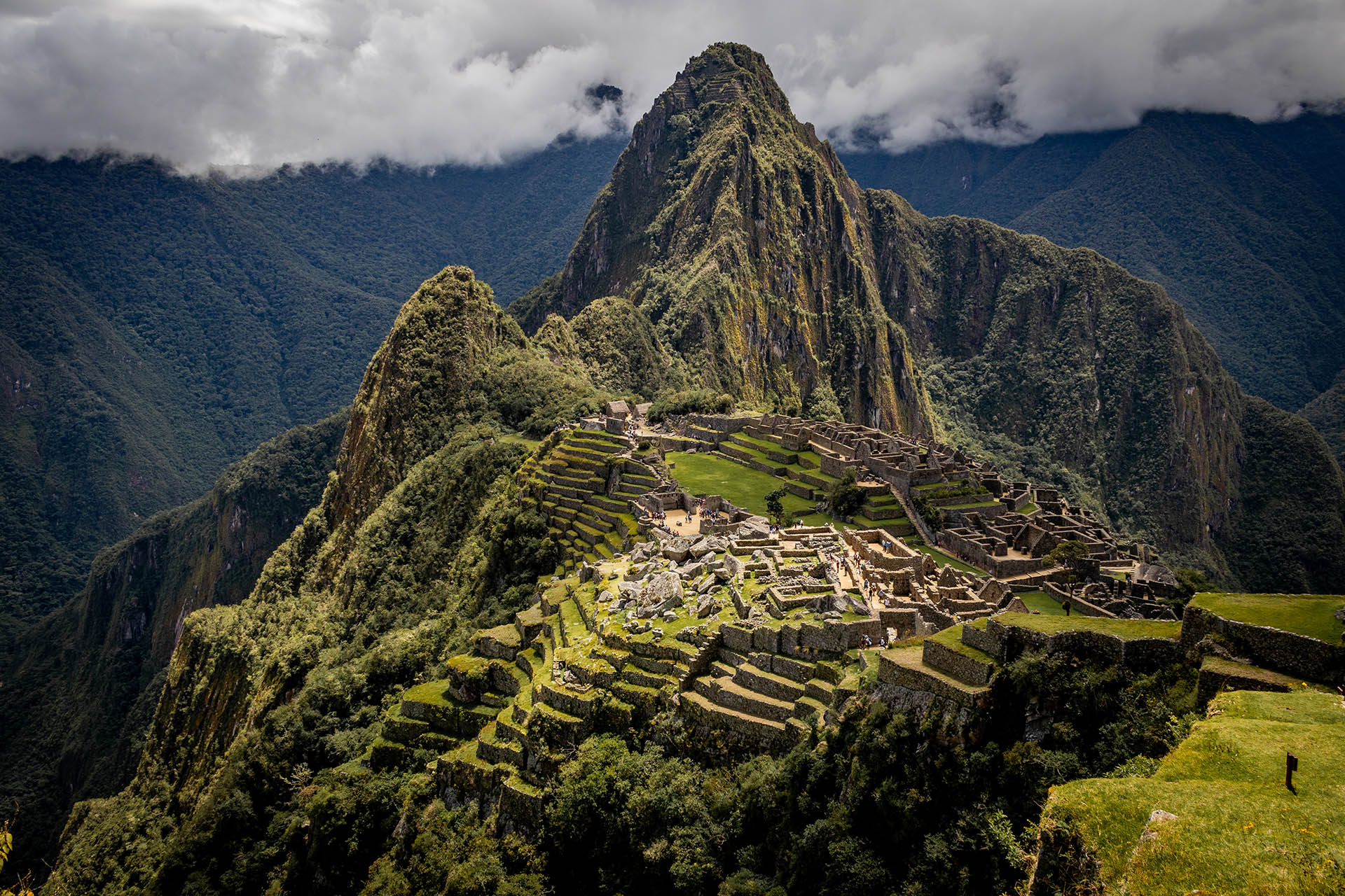 Uitzicht over Machu Picchu vanaf de route richting Machu Picchu Mountain.