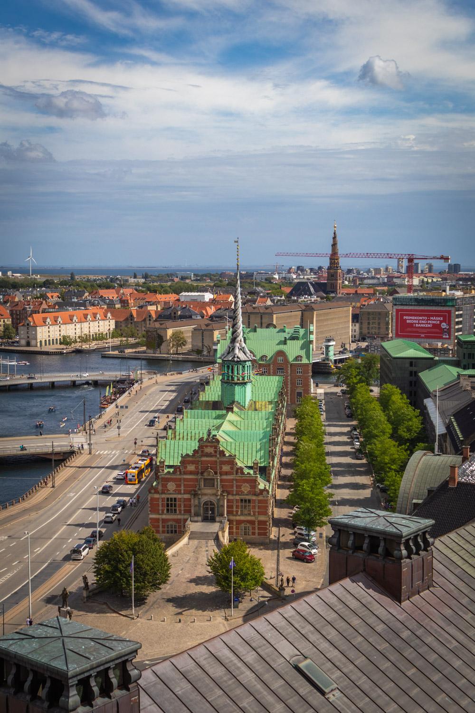 De beurs vanuit de toren van Christiasborg