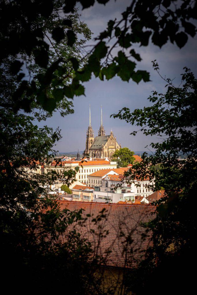 Kathedraal van Brno gezien vanuit Špilberk Park