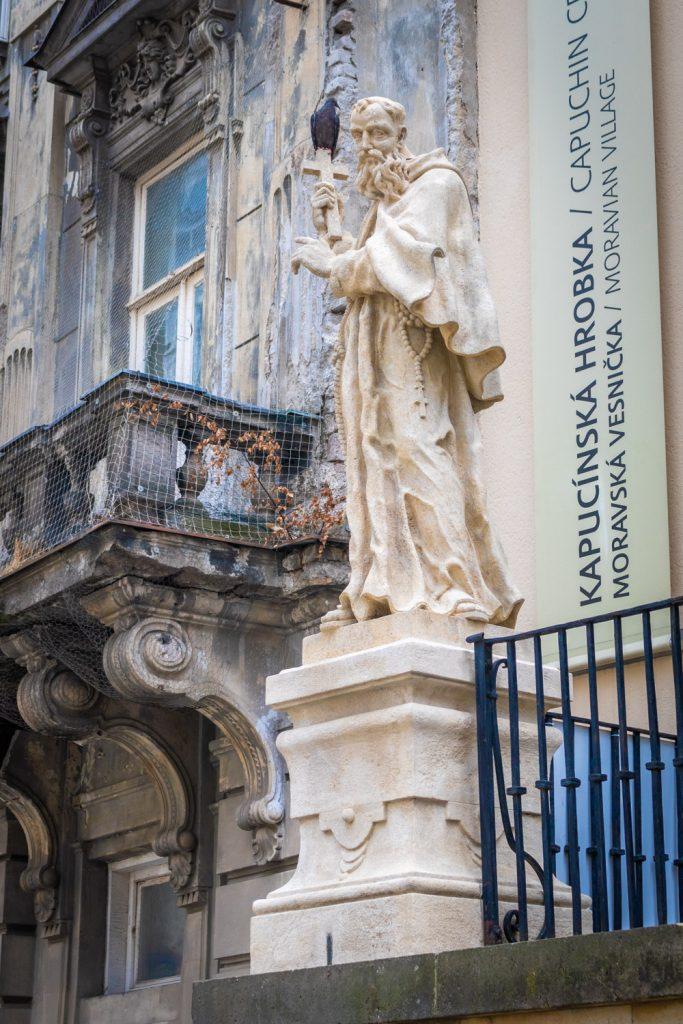 Religieus standbeeld voor het kapucijnerklooster in Brno