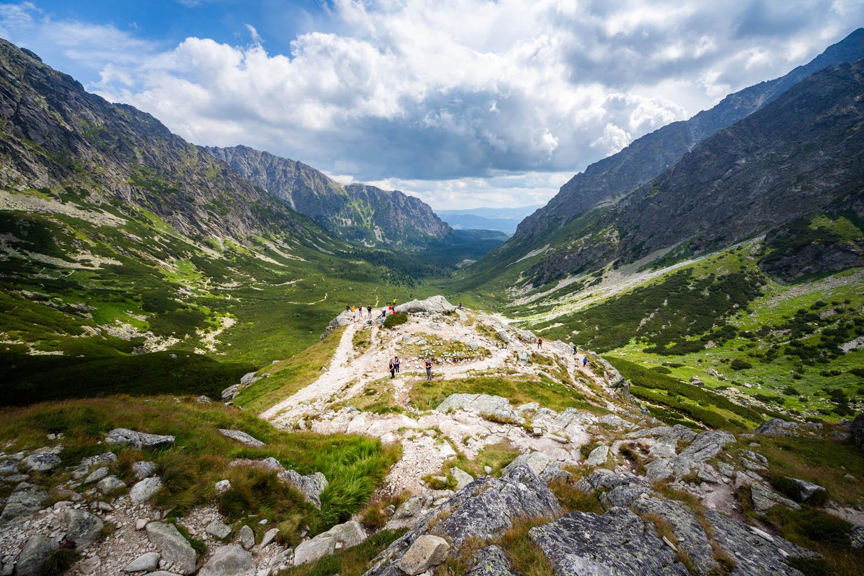 Uitzicht over het Tatragebergte tijdens een wandeling in de Hoge Tatra