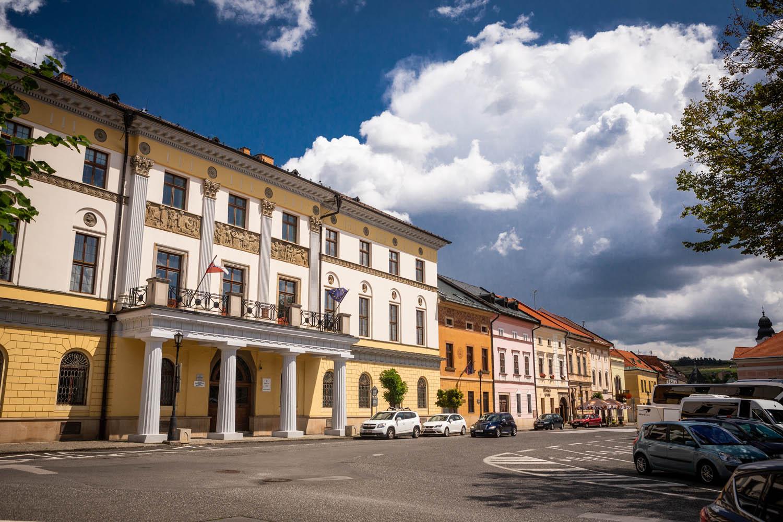 Kleurrijk straatje in Levoca in Slowakije