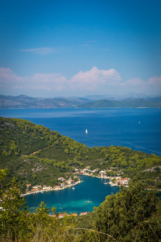 Uitzicht over de baai van Okuklje op het eiland Mljet