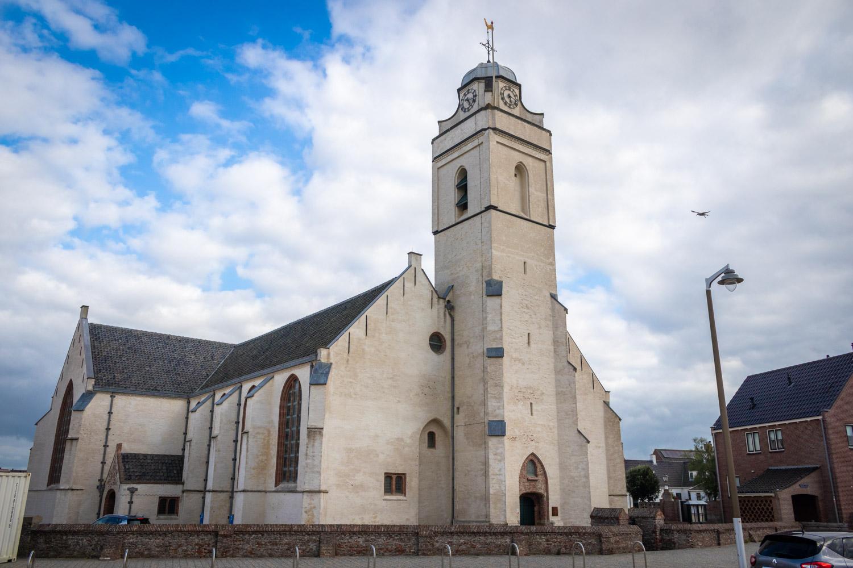 De Witte Kerk of Andreaskerk aan zee in Katwijk